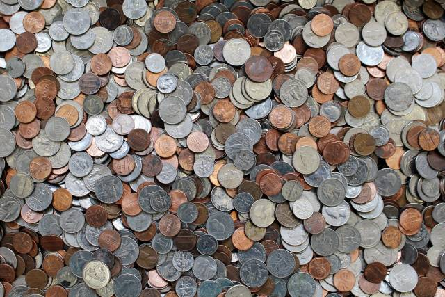 This image has an empty alt attribute; its file name is coins-2125366_1920-640x427.jpg